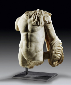 1: Torso of Hermes. White, finely crystalline marble. H 45 cm. Roman Imperial times, 1st-2nd cent. A. D. Estimate: 40,000 euros. End result: 120,000 euros.