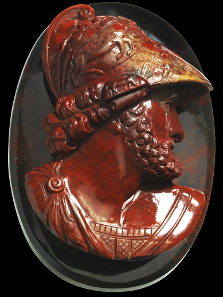 1215: Ajax with decorative helmet. Presumably Italy, late 18th cent. 7.5 x 5.5 x 3 cm. Large cameo, bloodstone. Tiny chips at lower edge of bust, excellent state of preservation. Estimate: 7,000,- euros. Hammer price: 18,000,- euros.