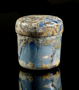 Lot 340: Pyxis. Roman, 1st cent. AD. H. 4.3 cm. Partially iridescence, intact. Ex Bernard Hearn Collection, London since 1975. Estimate: 1,000,- euros. Hammer price: 30,000,- euros.