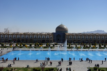Naqsh-e Jahan Square in the centre of Isfahan. Photo: KW.