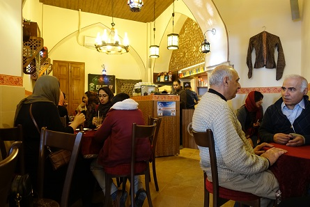 The impossible becomes possible: this café serves good coffee after the European fashion. It is easy to find if you don't take endless detours. It is right next to the entrance to the great bazaar. Photo: KW.