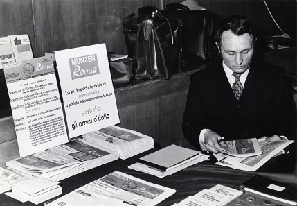 In May 1971, Albert M. Beck introduced his new journal, the MünzenRevue at the coin fair in Rome. Photo: AMB.