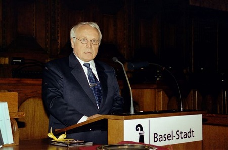 Albert M. Beck during his speech at the World Money Fair 2005 in Basel. Since 2006, this most prominent specialised fair for coins has moved to Berlin and is successfully managed by Barbara Balz. Photo: AMB.