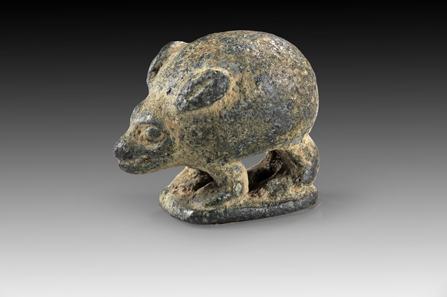 Lot 222: Hedgehog-shaped bronze weight. Anatolia, late 3rd to early 2nd millennium BC. L 2.3 cm, H 1.9 cm, W 1.6 cm. 24.5 g (= 3 shekels according to the Babylonian standard). From the Ernst Langlotz Collection (1895-1978). Green patina. Intact. Estimate: 600 euros. Hammer price: 2,400 euros.