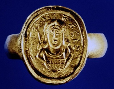 Copy of a lost signet ring featuring Childeric and the inscription CHILDIRICI REGIS ('of Childeric the King'). Photo: Gallica / Wikipedia.