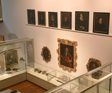 View inside the 'Ashmolean Story Gallery'. © Ashmolean Museum, University of Oxford.