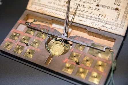 Impression from the special exhibition of the Money Museum of the Deutsche Bundesbank. Photo: Nils Thies.