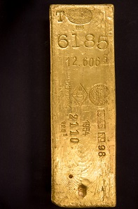 Gold bar No. 3 from 1937, one of the oldest specimens in the property of the Deutsche Bundesbank. Photo: Nils Thies.