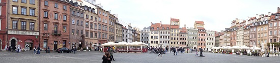 The center of the old town, the town square, offers plenty inviting cafés and restaurants. Photo: UK.