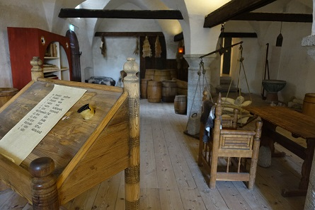 A look into the reconstruction of a trade office around 1280. Photo: KW.