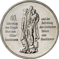 8942: GDR. 10 mark 1985 A. 40th anniversary: Liberation from Fascism. Material sample in silver-copper. J. 1603P. Only 10 specimens were minted, brilliant uncirculated. Estimate: 1,000 euros, hammer price: 17,000 euros.
